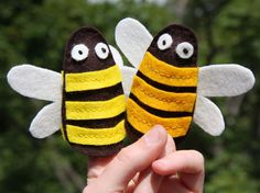 bumblebee finger puppets free pattern