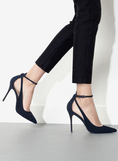MINIMAL + CLASSIC: Uterque Black pumps with ankle strap and cut outs