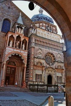 Chapelle Colleoni, piazza del Duomo, Bergamo. Our tips for 25 places to visit in Italy: http://www.europealacarte.co.uk/blog/2012/01/12/what-to-do-in-italy/