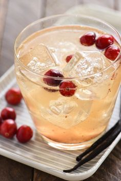 Cranberry Vanilla Gin Spritzer - Embrace autumn flavors with this refreshing, bubbly gin cocktail. Can also be made with vodka!   foxeslovelemons.com