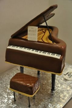 Wanna tinker the keys on this Chocolate piano. Could you resist eating this master piece? Piano Cakes, Music Cakes, Unique Cakes, Creative Cakes, Creative Food, Love Chocolate, Chocolate Lovers, Dessert Chocolate, Fancy Cakes