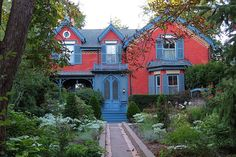 One of the oldest homes in Caggagetown a gothic farmhouse mansion on Winchester.  I love this home (don't like the front walkway though) This house is located at 156 Winchester Street, and called the Daniel Lamb House. Its facade is restored by the current owner to its original 1877 appearance. Daniel Lamb was a city alderman who is credited for the creation of Toronto's first zoo in 1890