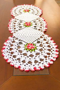 Crochet Placemats, Crochet Table Runner, Crochet Doilies, Crochet Home, Irish Crochet, Christmas Crochet Patterns, African Flowers, Bunny Crafts, Weaving Patterns