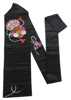 This is a vintage Nagoya obi with a design of 'kiku'(chrysanthemum) and 'sakura'(cherry blossom) on 'tsuzumi'(Japanese drum), which is embroidered