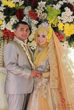 Wedding Hijab, Hijab Bride, Diy Wedding, Indonesian Wedding, Hijab Style Dress, Bridesmaid Dresses, Wedding Dresses, Kebaya, Hijab Fashion