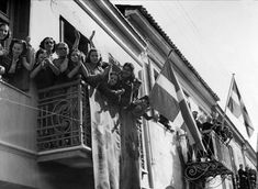 The Day the Nazi Occupation Army Left Athens (videos) Greece Pictures, Old Pictures, Greece History, Greek Flag, Unknown Soldier, Soviet Army, Acropolis, National Anthem, Athens Greece