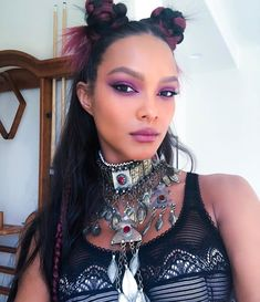 Here, a closer look at the boldest hair and makeup from Coachella including Kylie Jenner's pink wig, Rihanna's blue eyeshadow, and Beyoncé's long hair. Lais Ribeiro, Try On Hairstyles, Celebrity Hairstyles, Palm Springs, Coachella 2018, Coachella Hair, Coachella Style, New Year's Makeup, Beauty Makeup