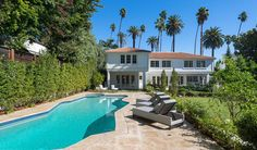 It's easy to see why Beverly Hills is home to some of the nation's most expensive (and luxurious) real estate. Among these grandiose estates is 909 N Beverly Drive.