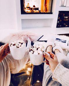 """Polubienia: 2,028, komentarze: 11 – ALEXA DAGMAR (@alexadagmar) na Instagramie: """"I guess I'm already in the holiday spirit. 🙊❤️ #xmas"""""""