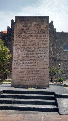Monumento en memoria de la matanza del 02 de Octubre de 1968 en la plaza de las tres culturas en Tlatelolco