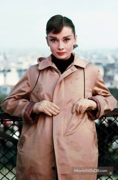 A gallery of Funny Face publicity stills and other photos. Featuring Audrey Hepburn, Fred Astaire, Kay Thompson, Mel Ferrer and others. Audrey Hepburn Funny Face, Audrey Hepburn Born, Katharine Hepburn, Audrey Hepburn Bedroom, Golden Age Of Hollywood, Old Hollywood, Classic Hollywood, Hollywood Stars, Breakfast At Tiffanys