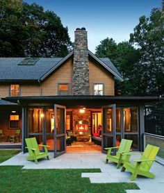 Very interesting, beautiful, and functional way to make a screened porch. Beautifully done!