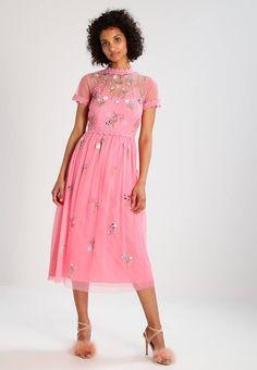 Miss Selfridge. MIRROR  - Cocktailkjole - pink. Ermelengde:Korte ermer. Lengde:ankellang. Totallengde:123 cm i størrelse 36. Overmateriale:100% nylon. Mønster:blomstret. fôr:100% polyester. Detaljer:Glidelås,Innsnitt,Justerbare stropper,Underkjo... Miss Selfridge, Short Sleeve Dresses, Dresses With Sleeves, Rose, High Neck Dress, Floral, Pink, Fashion, Party