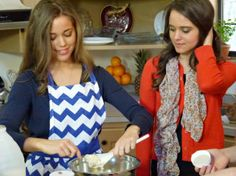 Here are a few photos from last night's new episodes of 19 Kids and Counting : Jessa and Jinger Duggar prepare one of Ben Seewald's. Duggar Sisters, Duggar Girls, Jinger Duggar, Modest Winter Outfits, Duggar Family Blog, Jeremy Vuolo, Dugger Family, 19 Kids And Counting