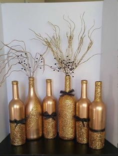 Hochzeit bottle crafts centerpieces Items similar to Gold and Black Wine Bottles on Etsy Wine Bottle Art, Diy Bottle, Wine Bottle Crafts, Jar Crafts, Felt Crafts, Wine Bottle Centerpieces, Wedding Centerpieces, Wedding Decorations, Christmas Decorations