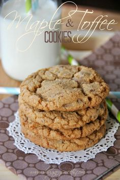 Maple Toffee Cookies: delicious, soft maple cookies with #milkchocolate and #toffee bits