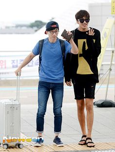 [Airport Fashion/Photo] Yoo Jae Suk and Lee Kwang Soo Take Off for ′Running Man′ Fan Meeting in Shanghai Lee Kwangsoo, Yoo Jae Suk, Kwang Soo, Korean Shows, Running Man, Squad Goals, Kdrama, Fangirl
