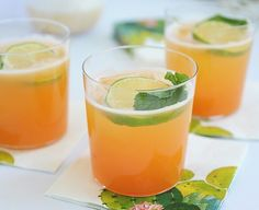 Make a delicious and refreshing summer cocktail with this Cantaloupe Margarita recipe. Simple to make with fresh ingredients to get a perfect sweet drink. Cantaloupe Drink, Prosecco Sparkling Wine, Alcoholic Punch, Alcoholic Beverages, Refreshing Summer Cocktails, Cocktail Drinks, Fruit Drinks, Mixed Drinks, Portuguese Recipes