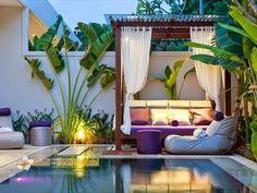diseño para pequeño patio: pérgola techada con policarbonato