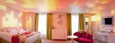 O Hotel Seven em PARIS fornece para seus hóspedes suítes temáticas...lindas e luxuosas! Já imaginou se hospedar em um hotel e se sentir o pr...