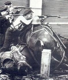 La famosa foto de Agustí Centelles que muestra al guardia de asalto Mariano Vitini en la calle Diputación de Barcelona.. el 19 de Julio de 1936