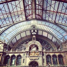 Antwerp Train Station // Architecture