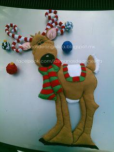 Las Manos de Angelica: Reno de Navidad Felt Christmas, Christmas Stockings, Christmas Crafts, Christmas Ornaments, Large Christmas Decorations, Holiday Decor, Felt Crafts, Vintage Decor, Gingerbread Cookies