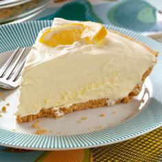 Lemonade Icebox Pie Recipe -You will detect a definite lemonade flavor in this refreshing pie. High and fluffy, this dessert has a creamy smooth consistency that we really appreciate. It's the dessert that came to mind immediately when I put together my Lemon Desserts, Lemon Recipes, Köstliche Desserts, Baking Recipes, Sweet Recipes, Delicious Desserts, Cake Recipes, Dessert Recipes, Tiramisu Dessert