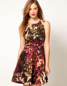 e4ecfc6dbfe7f6 Karen Millen Cotton Fit and Flare Dress in Blossom Print €199.04 Verfijnde  Outfits