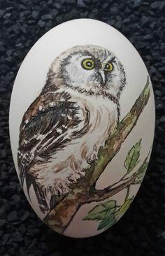 Osterei - Gänseei mit Aquarellfarben bemalt - Vogel-Motiv