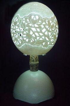 luminaria feita com casca de ovo de avestruz