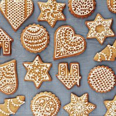 My Diverse Kitchen - Food & Photography From A Vegetarian Kitchen In India : Festive & Decorated Gingerbread Cookies Ginger Bread Cookies Recipe, Ginger Cookies, Sugar Cookies, Cookie Recipes, Gingerbread Decorations, Gingerbread Man, Gingerbread Cookies, Christmas Cookies, Cookie Decorating