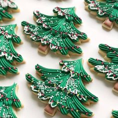 Christmas tree cookies 🎄 Holy moly these came out perfect! Made with love by 📷@downtowndoughto  #flatlaytoday