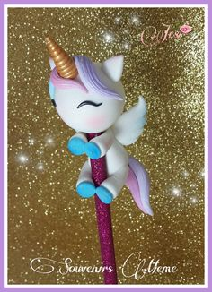 PORTA LAPIZ UNICORNIO Polymer Clay Pens, Polymer Clay Animals, Polymer Clay Miniatures, Polymer Clay Projects, Handmade Polymer Clay, Jar Crafts, Diy And Crafts, Pen Toppers, Christmas Craft Fair