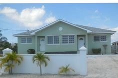 Apartment in , Bahamas. Carey's Place is the perfect affordable get-a-way for families/small group of friends. Located almost on the eastern end of New Providence off Prince Charles in a quite Neighborhood.  Near public transit, food stores, beaches, Paradise Is., downto...