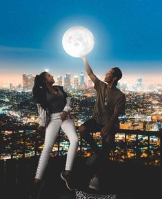 Everybody really wants to as happy as they possibly can be with their partner. Take a look at these 35 things couples may do to build and maintain a happier and healthiest relationship. Cute Couples Goals, Couple Goals, Cute Relationships, Relationship Goals, Couple Photography, Photography Poses, Love Is In The Air, Couples Images, Cute Couple Pictures