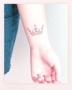 125 Crown Tattoos with Meanings Tips - Prochronism Mini Tattoos, Key Tattoos, Finger Tattoos, Cute Tattoos, Small Tattoos, Rosary Tattoos, Bracelet Tattoos, Heart Tattoos, Crown Hand Tattoo