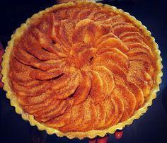 Klaar voor de oven! Appeltaart van zelfgeplukte appels met kaneelsuiker wat heerlijk gaat carameliseren in de oven  Benieuwd naar het resultaat straks!  #appeltaart #appel #apple #applepie #taart #homemade #kaneel #cinnemon #pie #herfst #fall #herfsttaart #bakken #heelhollandbakt #olmenhorst #olmenhorstappels