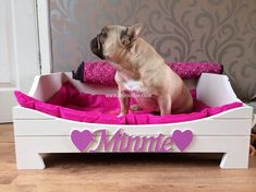 50 DIY Ideas for Wood Pallet Dog Beds: We all love our dogs as we love our family members. So, here we have some amazing pallet wood dog bed ideas to make your Wood Dog Bed, Pallet Dog Beds, Diy Dog Bed, Diy Bed, Pink Dog Beds, Cute Dog Beds, Pet Beds, Princess Dog Bed, Designer Dog Beds