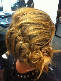 Losse vlecht opgestoken Stylist: Danilla Tendenzkappers Up Hairstyles, Pretty Hairstyles, Braided Hairstyles, Wedding Hairstyles, Scene Hair, Cool Haircuts For Girls, Wedding Hair Flowers, Afro, Hair Dos