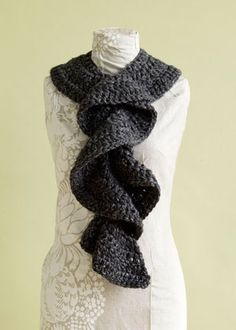 Flirty Ruffle Scarf - great quick gift, easy to customize (homespun is my favorite yarn for these)