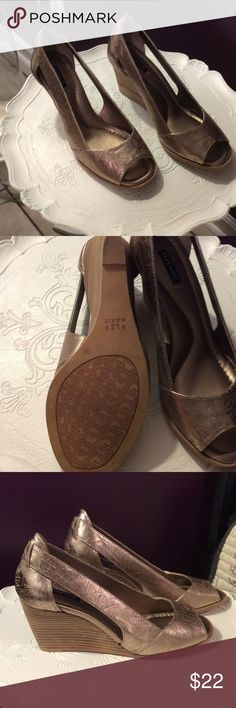 Alex Marie sz 8 wedges Gold Alex Marie women's wedges. Sz 8. Gently used. Worn once. Sadly to small for me. Open toe. Alex Marie Shoes Wedges