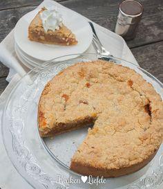 Rabarberkruimeltaart Rhubarb Desserts, Vegan Desserts, Sweet Recipes, Cake Recipes, Breakfast Bites, Sweet Pie, Happy Foods, Yummy Snacks, Tasty Dishes
