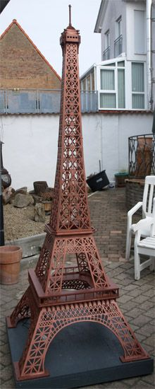 Scroll saw tutorial for the fretwork pattern of The Eiffel Tower wooden model