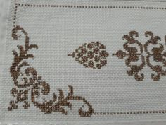 This Pin was discovered by neş Bargello, Diy And Crafts, Cross Stitch, Embroidery, Pattern, Cross Stitch Tree, Face Towel, Arabesque, Cross Stitch Embroidery