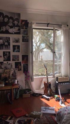 Creative Music Bedroom Design Ideas That Suitable For Musician Room Ideas Bedroom, Bedroom Decor, Grunge Bedroom, Punk Bedroom, Music Bedroom, Music Inspired Bedroom, Teenage Room Decor, Teen Decor, Indie Room
