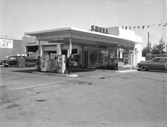 Shell Service station . . . I actually wish I owned one now!