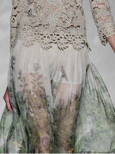 Alberta Ferretti at Milan Fashion Week Spring 2011 / lace