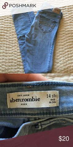 Abercrombie Girls keg gongs Light color and stretchy. Great used condition. Abercrombie & Fitch Bottoms Jeans