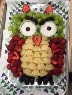 Veggie Platters, Party Food Platters, Veggie Tray, Party Trays, Owl Party Food, Owl Food, Halloween Fruit, Halloween Food For Party, Fruit Platter Designs